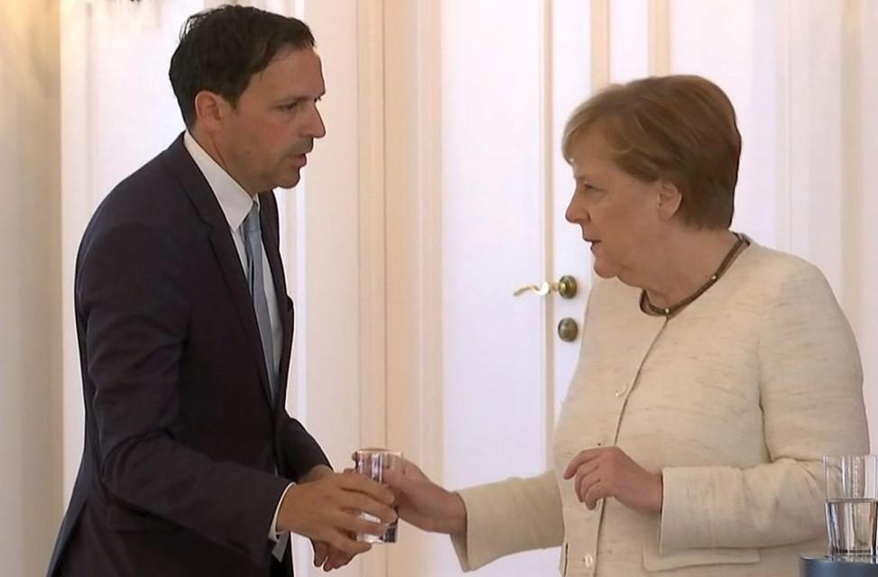 Меркель снова затрясло наофициальной встрече