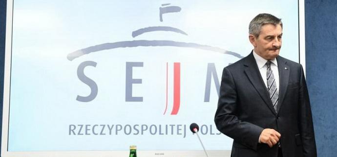 Полет в отставку: как громкий коррупционный скандал повлияет на политические расклады в Польше