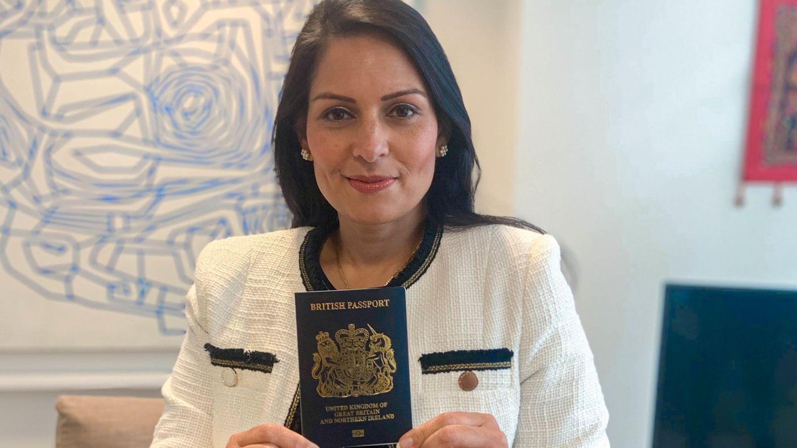 Глава МВД Британии с новым паспортом
