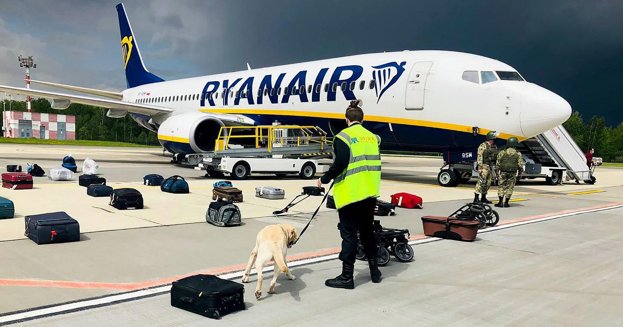 Боррель назвав актом державного піратства примусову посадку літака Ryanair в Білорусі