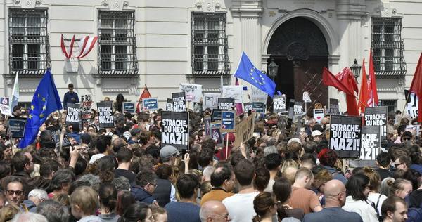 Фирташ, Австрия,Карин Кнайсль ,  FPÖ, Штрахе