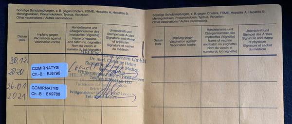 Німецький сертифікат про вакцинацію з двома  відмітками про отримання вакцини Pfizer-BioNTech