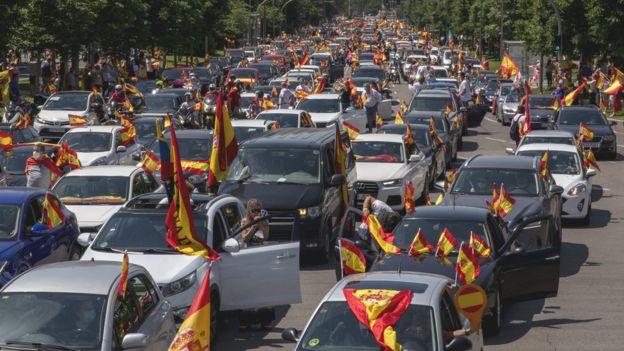 Тисячі людей зібрав автопротест ультраправих проти карантину в Іспанії