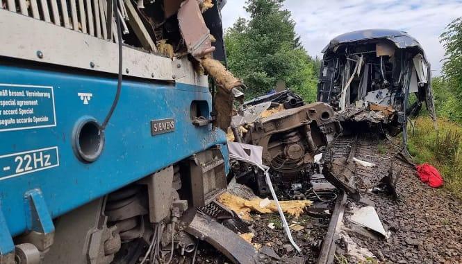 В Чехии столкнулись пассажирские поезда: 2 погибших, более 30 пострадавших  | Европейская правда