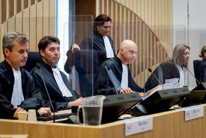 В залі суду з'явилися прозорі протиепідемічні перегородки