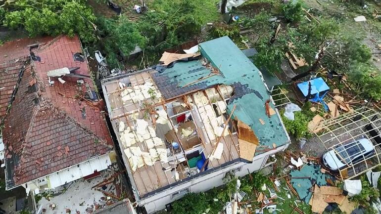 Пошкоджений смерчем будинок, фото