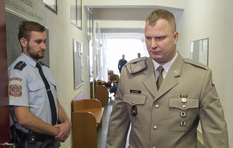 Ерік Ешту у суді міста Пардубіце