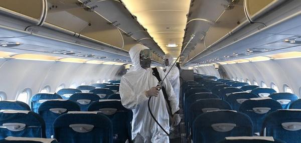 Аеропорти запроваджують нові правила ретельної дезінфекції літаків. До тих, що відвідали ризикові міста, прикута особлива увага.