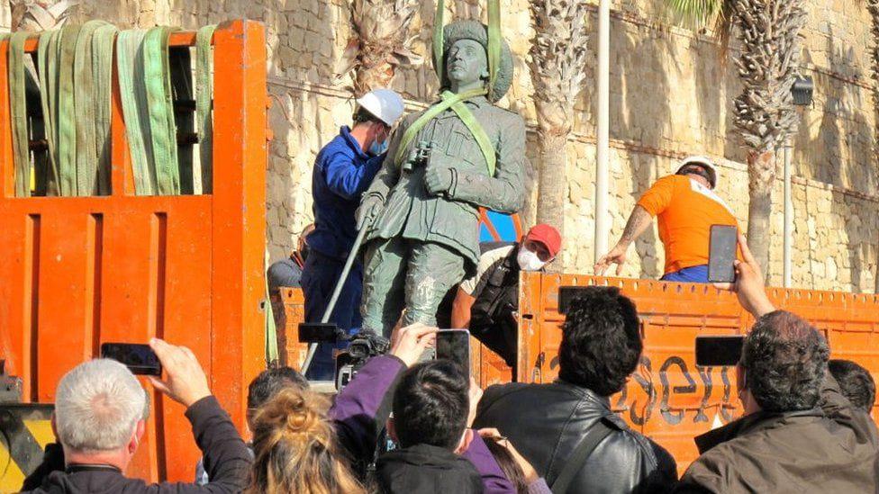 На территории Испании демонтировали последний памятник диктатору Франко