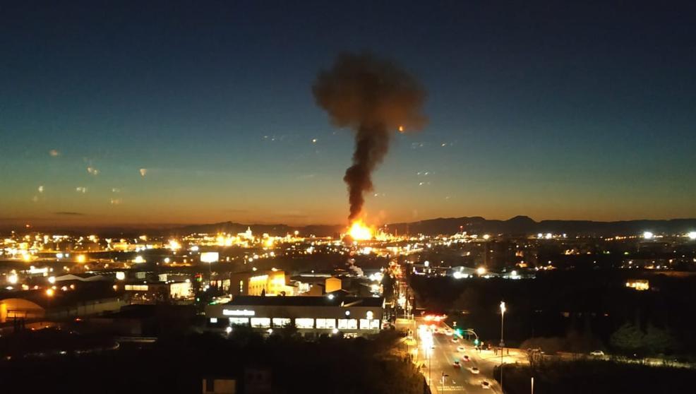 На нефтехимическом заводе BASF в Каталонии - взрыв и крупный пожар