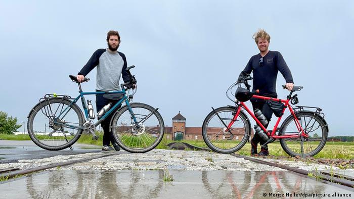 Мориц Геллер (справа) и Морис Ґебгард (слева) в Польше, фото dpa
